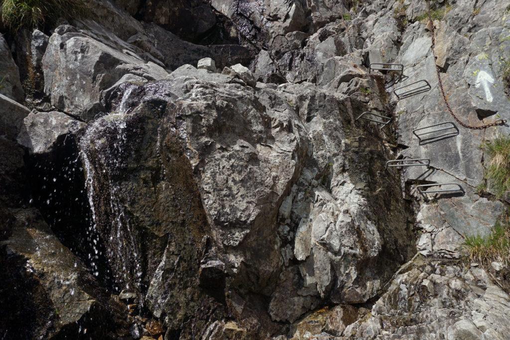 Metalltritte helfen beim Abstieg