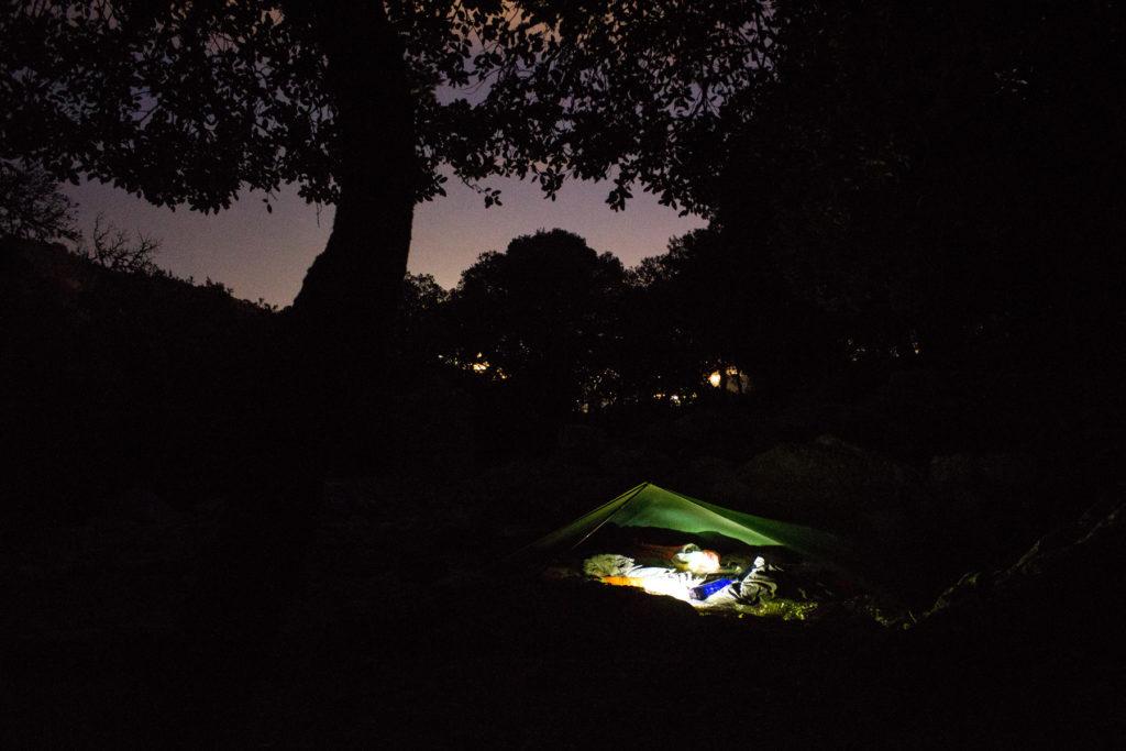 Nachtlager, im Hintergrund die Lichter von Palma