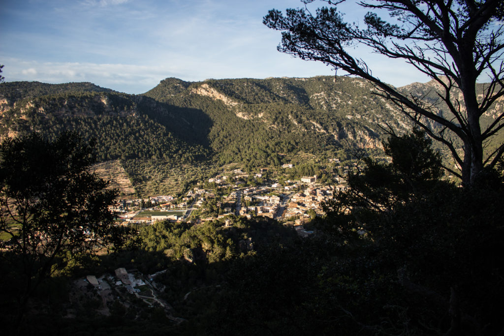 """Valldemossa vom """"Gipfel"""" des Sa Comuna"""